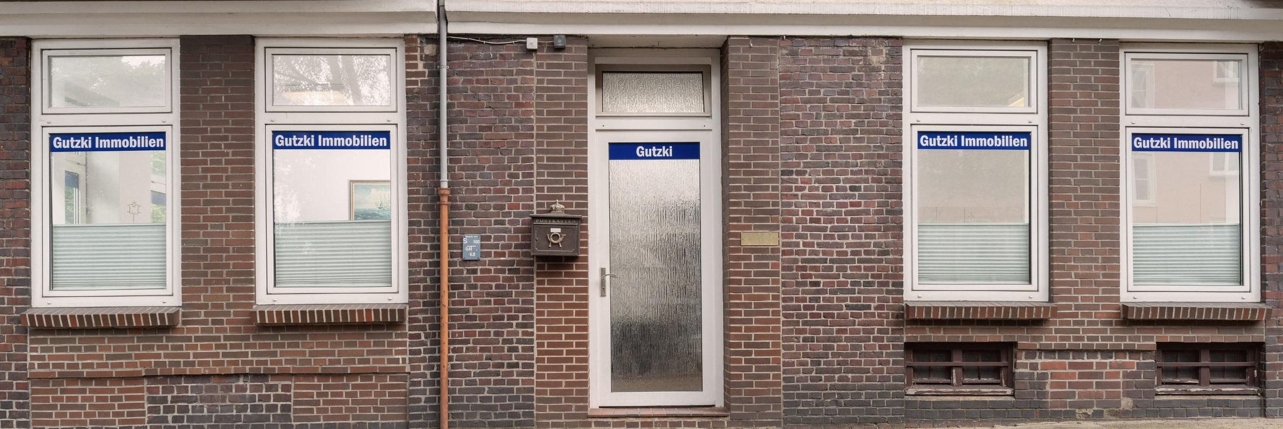 Eingang zum Büro der Hausverwaltung Gutzki Immobilien in Hamburg Winterhude